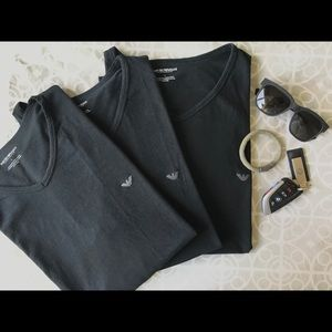 Set of 3 v-neck Armani Exchange tees.